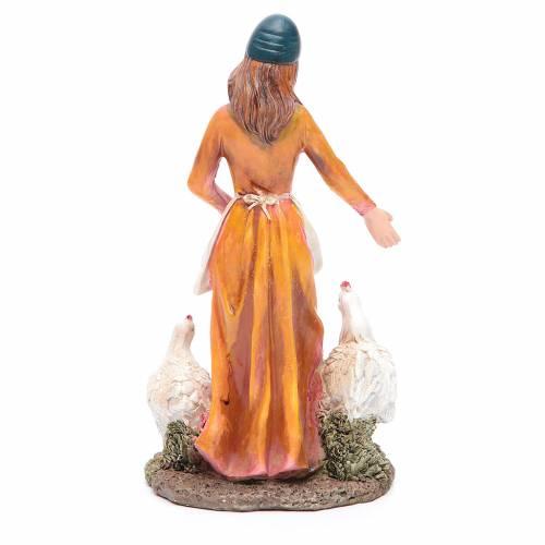 Donna nutre galline 21 cm presepe resina s2