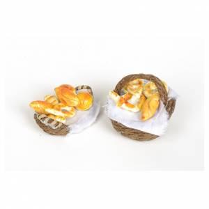 Essen Miniaturen: Kork aus Korb mit Brot und Stoff mit Heft fuer Krippe