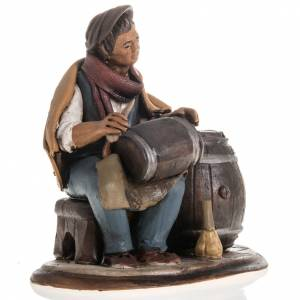 Man fixing casks, 18cm terracotta s3