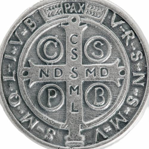 Medalla San Benito metal plateado de 3cm s3