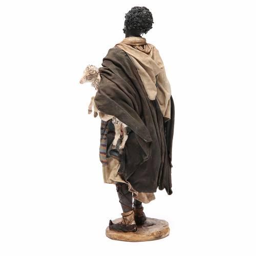 Mulâtre avec mouton crèche Angela Tripi 30 cm s3
