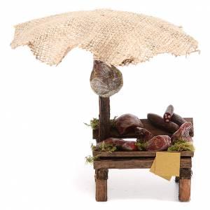 Puesto de mercado para belén con sombrilla, carne y embutidos 16x10x12 cm s1