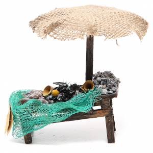 Puesto de mercado para belén con sombrilla, mejillones y almejas 12x10x12 cm s1