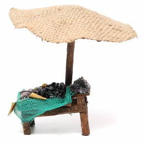 Puesto de mercado para belén con sombrilla, mejillones y almejas 16x10x12 cm s1