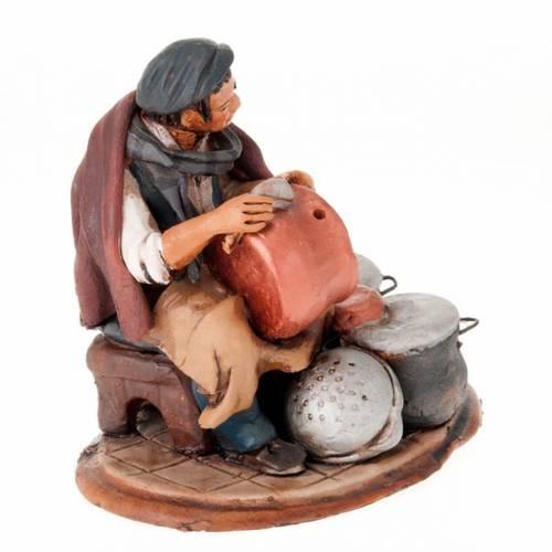 Santon crèche de Noël homme avec cocottes s3