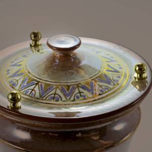 Urna cineraria cerámica perillas latón dorado viol s2