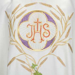 White chasuble with IHS, grapes and ears of wheat s4