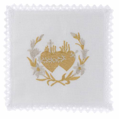 Altar linen flowers and Sacred Heart of Jesus s1