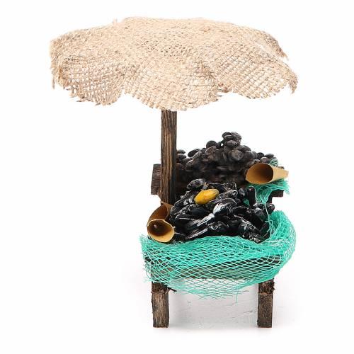 Banchetto presepe cozze vongole con ombrello 12x10x12 cm s2