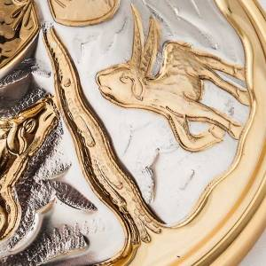 Cálices, Copones y Patenas metal: Cáliz y Copón en latón cincelado con Ciervos a la fuente
