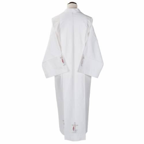Camice bianco lana croce e lampada s3
