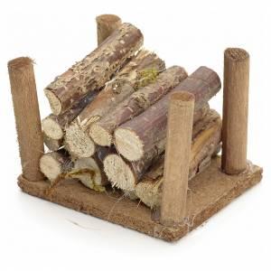 Muschio, licheni, piante, pavimentazioni: Catasta di legna per presepe