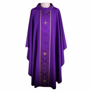 Chasubles: Chasuble in 100% polyester with damask filigree stole and three crosses