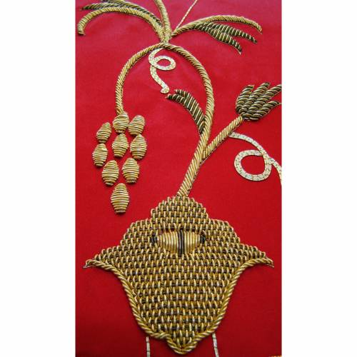 Chasuble in pure silk with hand-embroidered vine symbol s3