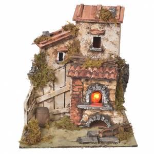 Maisons, milieux, ateliers, puits: Chaumière crèche avec four effet feu 25,5x24x21 cm