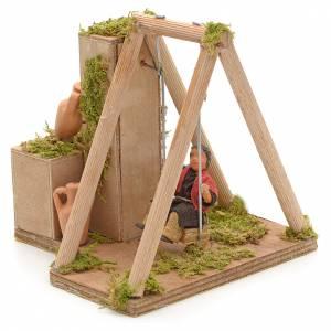 Crèche Napolitaine: Crèche animé enfant qui joue à la balançoire 12 cm
