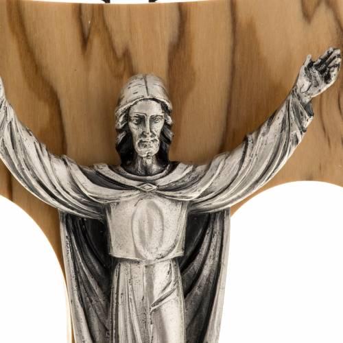 Cristo Resucitado plateado sobre tau olivo s2