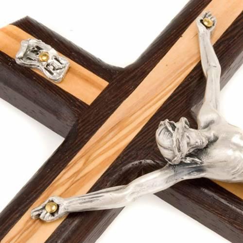 Crucifijo de madera  olivo y wengé plateado s3