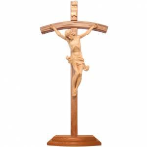 Crucifix à poser bois patiné croix courbée sculptée s1