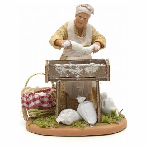 Donna che impasta il pane 14 cm s1