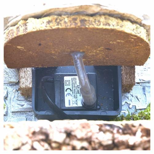 Fontana in gesso con ambiente in sughero 32x24x24 s4