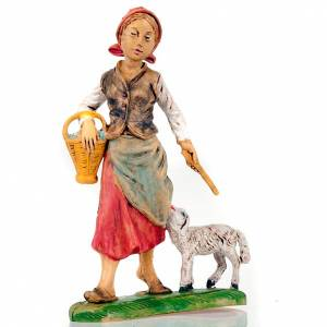 Krippenfiguren: Frau-Hirte mit Schaefchen und Korb 18 Zentimeter