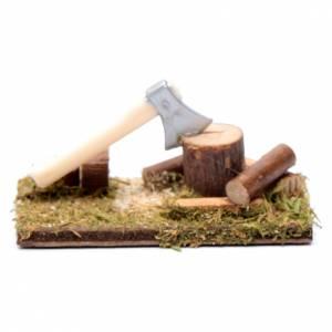 Maisons, milieux, ateliers, puits: Hache et troncs décor pour crèche