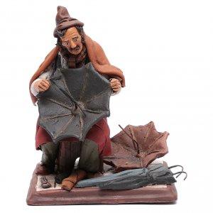 Belén terracota Deruta: Hombre con paraguas de terracota para belén Deruta 30 cm