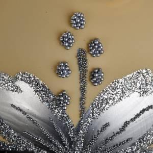 Tannenbaumkugeln: Kugel Weihnachtsbaum elfenbeinfarbig mit silbriger Blume 8 cm