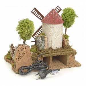 Mulini per Presepi: Mulino a vento elettrico tra gli alberi: ambientazione presepe