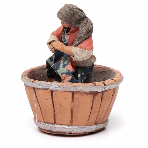 Neapolitan Nativity figurine, woman treading grapes, 10 cm s2