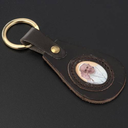 Pope Francis key ring in leather drop shaped s2