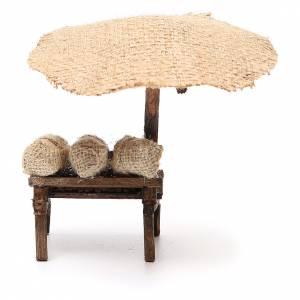 Puesto de mercado para belén con sombrilla y castañas 16x10x12 cm s4