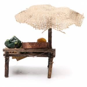 Puesto de mercado para belén con sombrilla y verduras  12x10x12 cm s4