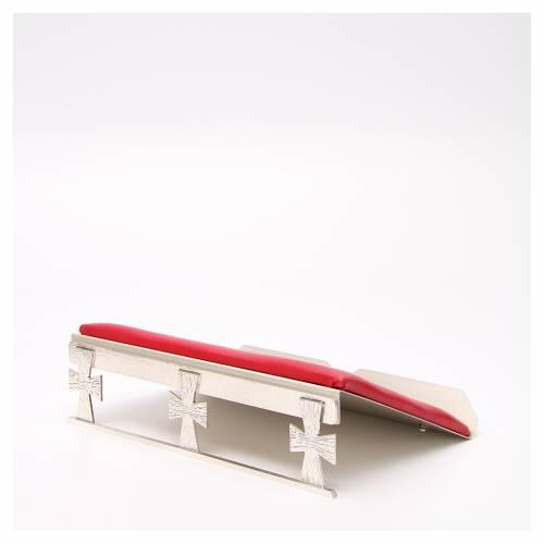 Pupitre de table argenté avec coussin rouge s2