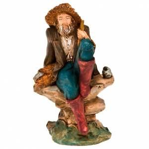 Figury do szopki: Rybak siedzący z koszem i rybą 13 cm