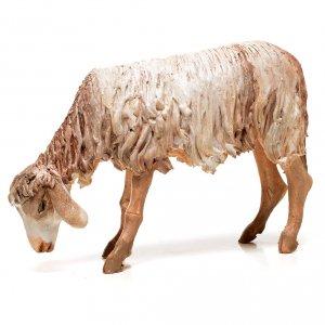 Krippenfiguren von Angela Tripi: Schaf beim Füttern 18cm Terrakotta, A. Tripi