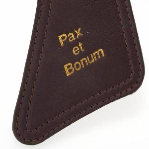 Tau crosses: Tau cross in brown leather, Pax et Bonum