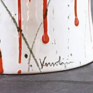 Urna cineraria ceramica pomelli ottone schizzi su bianco s2