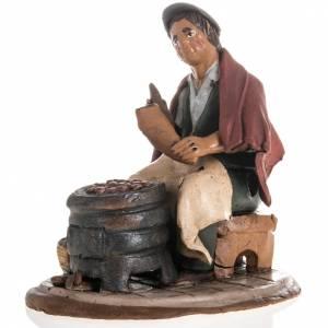 Belén terracota Deruta: Vendedor de castañas para el pesebre en terracota 18cm.