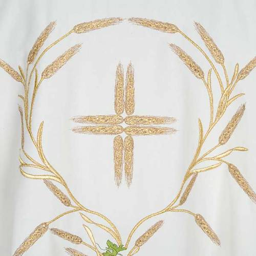 White chasuble with IHS, grapes and ears of wheat s3