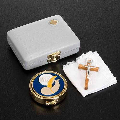 White pyx case with pyx, cross and towel s2